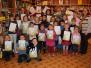 Lāču pamatskolas skolēni un pirmskolēni Naujenes tautas bibliotēkas Bērnu nodaļā