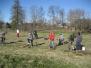 Špoģu vidusskolas mazpulcēni stāda augļu dārzu