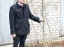 Špoģu vidusskolas skolēni stāda ozolus Latvijas simtgadei