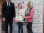 """Špoģu vidusskolas skolniece saņem apbalvojumu svinīgajā apbalvošanas ceremonijā """"Olimpiskā diena 2019"""" Rīgā"""