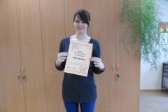 Eliza Skrupska ar sanemto laureata diplomu