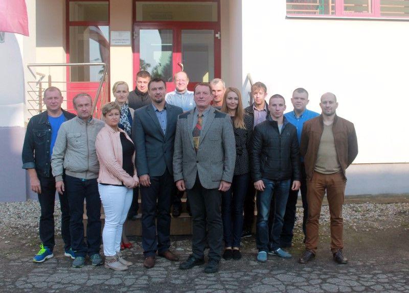 no kreisās uz labo: Gunārs Kucins (vieglatlētika), Sergejs Petrakovs (vieglatlētika), Inese Ļedovskaja (vieglatlētika), Jana Hadakova (direktora vietniece, vieglatlētika), Gļebs Zujevs (bokss), Dmitrijs Hadakovs (vieglatlētika), Jānis Petrovskis (vieglatlētika), Jānis Skrinda (direktors), Vitālijs Aļeksejevs (vieglatlētika), Kristīna Glagoļeva (vieglatlētika), Raivis Kokins (vieglatlētika), Ivans Kolosovs (brīvā cīņa), Andrejs Andrijanovs (brīvā cīņa), Andžejs Plisko (brīvā cīņa)